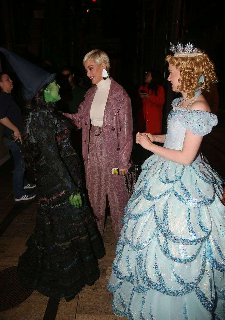 """NEW YORK, NY - APRIL 10: (EXCLUSIVE COVERAGE) (L-R) Ginna Clare Mason as """"Glinda"""", Katy Perry and Jessica Vosk as """"Elphaba"""" chat backstage at the hit musical """"Wicked"""" on Broadway at The Gershwin Theater on April 10, 2019 in New York City. (Photo by Bruce Glikas/WireImage)"""