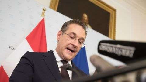 """Austria's Vice-Chancellor and chairman of the Freedom Party FPOe Heinz-Christian Strache gives a press conference in Vienna on May 18, 2019 after the publication of the """"Ibiza - Video"""" regarding Strache. - Austria's Vice-Chancellor and chairman of the Freedom Party FPOe Heinz-Christian Strache resigns over video scandal. (Photo by ALEX HALADA / various sources / AFP)"""