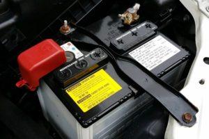 Az auto akkumulátor meghibásodásának fő jelei