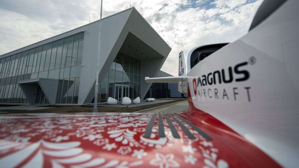 Pécs, 2018. október 18. Fusion 212 típusú repülõgép áll a Magnus Aircraft Zrt. Pécs-Pogányi repülõtér szomszédságában lévõ repülõgépgyára elõtt 2018. október 18-án. A gyárban október végén kezdõdik a termelés. MTI/Sóki Tamás
